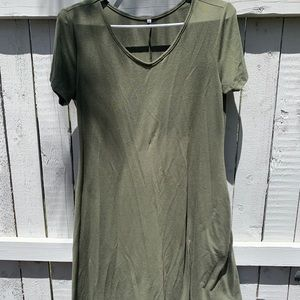 OLIVE GREEN DRESS WITH POCKETS!